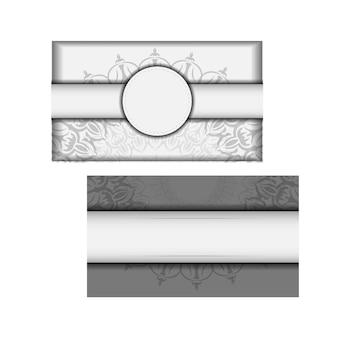 벡터 디자인 엽서 만다라 장식으로 흰색 색상입니다. 텍스트와 빈티지 패턴을 위한 공간이 있는 초대 카드 디자인.