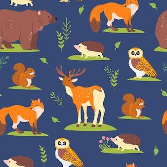 파란색 배경에 격리된 야생 숲 동물, 새, 꽃 요소가 있는 벡터 평면 원활한 패턴입니다. 올빼미, 곰, 여우. 포장지, 카드, 월페이퍼, 선물 태그, 보육 장식 등에 좋습니다.