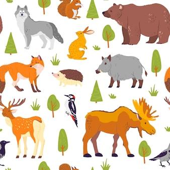 野生の森の動物、鳥、白い背景で隔離の木とベクトルフラットシームレスパターン。クマ、オオカミ、ヘッジホッグ、キツネ。紙、カード、壁紙、ギフトタグ、保育園の装飾などの包装に適しています