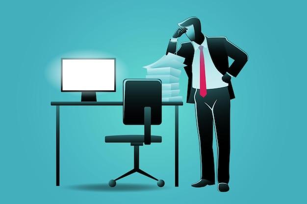 종이 작업 더미와 함께 컴퓨터 책상에 서 있는 피곤한 사업가의 벡터 그림