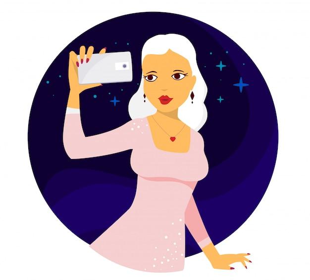 Векторная иллюстрация молодой девушки в розовом платье с белыми волосами делает селфи фото на синем фоне.