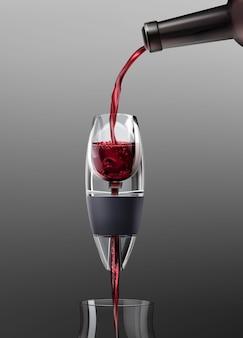 Illustrazione vettoriale di versare il vino rosso in un bicchiere utilizzando aeratore su sfondo grigio sfumato