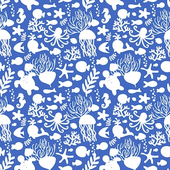 ベクトルイラスト。海の動物とのシームレスなパターン。白と青。タコ、魚、クジラ、タツノオトシゴ、貝殻、海藻、ヒトデ、カメクラゲ子供用テキスタイルの家の装飾服