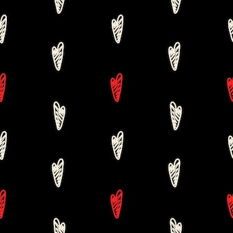 Векторный образец с черными и красными сердцами в стиле ручной работы на черном фоне.