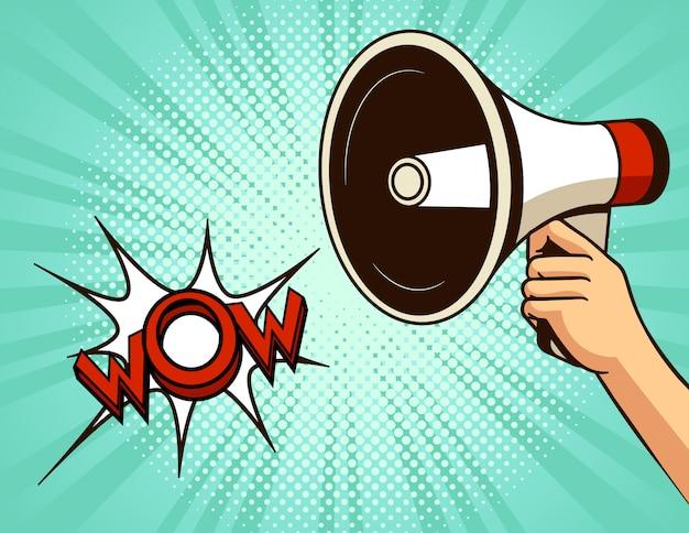 Векторная иллюстрация поп-арт в стиле комиксов. громкоговоритель на фоне полутоновых точек. рекламный баннер с речевым пузырем