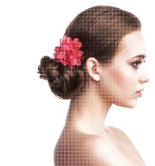 Векторный портрет молодой красивой девушки из цветных пикселей и точек на белом фоне
