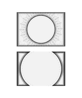 텍스트 및 빈티지 패턴을 위한 장소가 있는 초대 카드의 벡터 준비. 인쇄 디자인 엽서 서식 파일 만다라와 흰색 색상입니다.