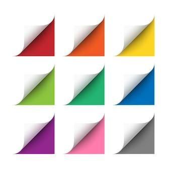 Вектор реалистичные белые уголки бумаги с мягкой тенью на белом фоне. углы 3d страницы загнуты. бумажные уголки свернуты с красным, оранжевым, желтым, зеленым, синим, фиолетовым и серым фоном.