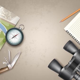 旅行マップ、メモ帳、鉛筆、双眼鏡、ジャックナイフ、黄土色の背景で隔離のcopysapace上面図とベクトルレトロな金属ポケットコンパス