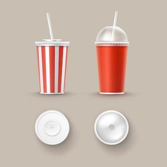Векторный набор пустых больших маленьких красных белых полосатых бумажных картонных стаканчиков для безалкогольных напитков soda cola с трубкой соломы сверху сбоку, изолированные на фоне. быстрое питание