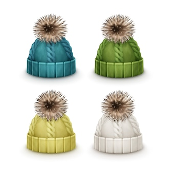 Векторный набор синих, зеленых, желтых, белых зимних вязаных шапок с помпонами сбоку, изолированные на белом фоне