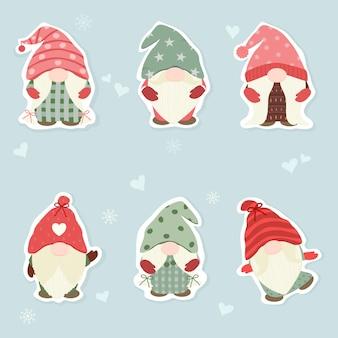 Векторный набор милый гном на рождественской концепции с мини-сердцами и снежинками праздничный сезон