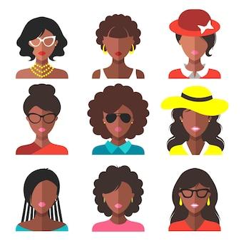 트렌디한 플랫 스타일의 다른 아프리카계 미국인 여성 앱 아이콘의 벡터 세트입니다.