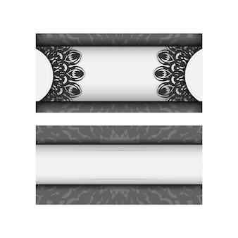 텍스트와 검은색 장신구에 대 한 장소를 가진 초대 카드의 벡터 템플릿. 엽서 디자인 만다라 장식이 있는 흰색 색상입니다.