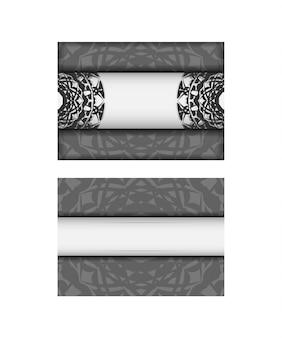 あなたのテキストとギリシャの装飾品のための場所と招待状のベクトルテンプレート。はがきのデザイン白い色に黒い曼荼羅の飾り。