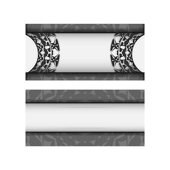 あなたのテキストとギリシャの装飾品のための場所と招待状のベクトルテンプレート。はがきのデザイン白い色に黒い曼荼羅の飾り。 Premiumベクター