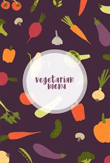 黒の背景に散らばっている新鮮なおいしい有機野菜とキノコで飾られたベジタリアンメニューカバーテンプレート。野菜レストランのプロモーションのためのカラフルでモダンなフラットベクトルイラスト。