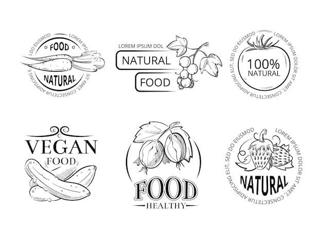 Veggie disegno a mano etichette ed emblemi con pasto vegano doodle.