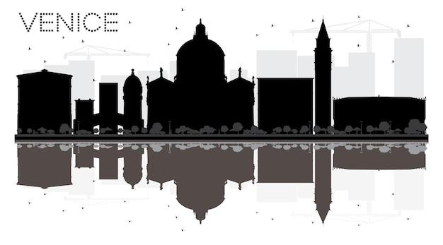Черно-белый силуэт горизонта города венеции с отражением. векторная иллюстрация. простая плоская концепция для туристической презентации, баннера, плаката или веб-сайта. городской пейзаж с достопримечательностями.