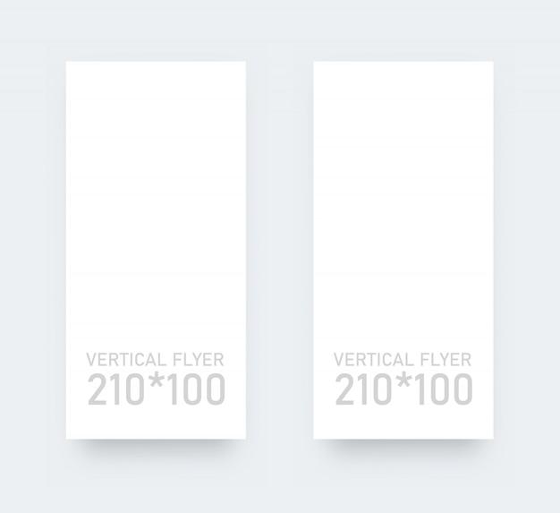 垂直ブランクチラシ垂直フォーム。ホワイトペーパーの現実的なモックアップ。
