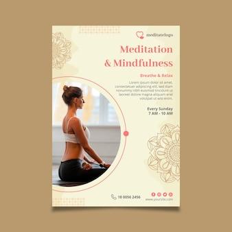 Вертикальный шаблон флаера для медитации и осознанности