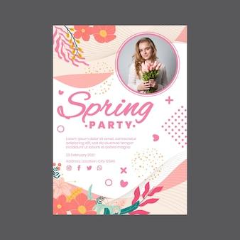 여자와 꽃 봄 파티를위한 수직 전단지 서식 파일