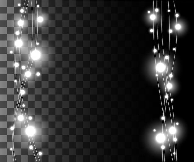 Вертикальные светящиеся серебряные лампочки для праздников, гирлянды, новогодние украшения, эффект на прозрачном фоне, страница веб-сайта, дизайн игры и мобильного приложения
