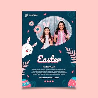 Modello di poster verticale per pasqua con coniglietto e famiglia Vettore gratuito