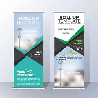 お知らせと広告のための縦型ロールアップバナーテンプレートデザイン