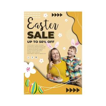Modello di poster di vendita verticale per pasqua con madre e figlio