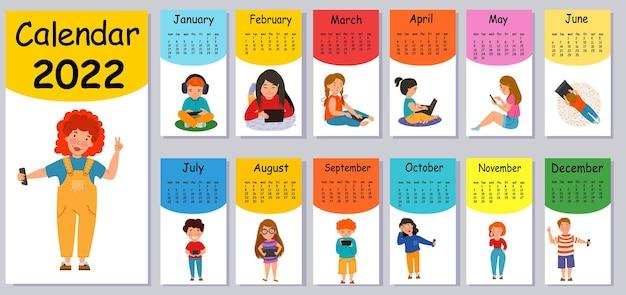2022年の垂直ベクトルカレンダーデザインテンプレート、フラットデザイン。ガジェットを持った子供がいる家のための2022年の明るいカレンダー。週は月曜日に始まります。