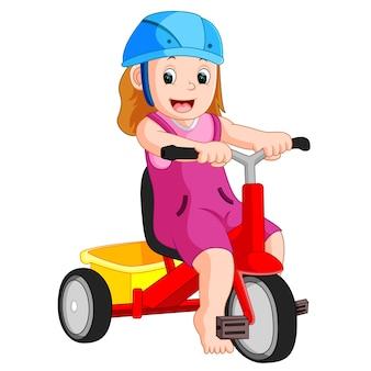 非常にかわいい女の子は三輪車で