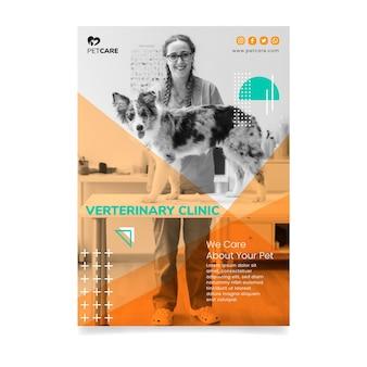 Clinica veterinaria e animali domestici sani donna e cane volantino