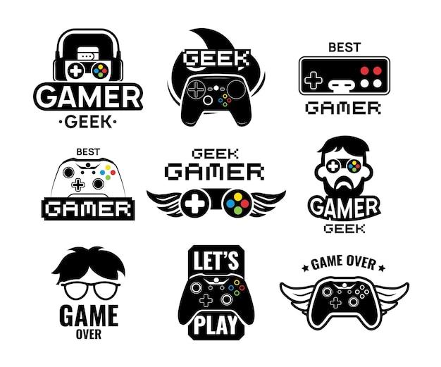 ビデオゲームのロゴセット。ゲーマー、ヴィンテージとモダンのジョイスティックコンソールコントローラー、ヘッドセットのエンブレム。オンラインゲームのラベルテンプレートの分離ベクトルイラスト