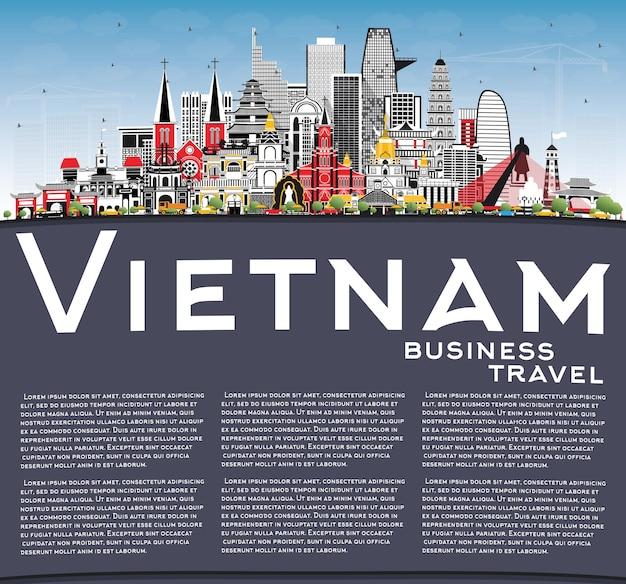 灰色の建物と青い空とコピースペースのベクトル図とベトナムの街のスカイライン