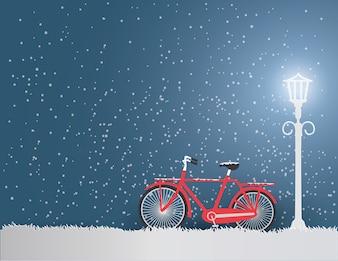 Виды зимнего сезона с древним красным велосипедом в парке