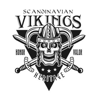 バイキングは、白い背景で隔離の角のあるヘルメットの戦士の頭蓋骨とエンブレム、ラベル、バッジ、ロゴまたはtシャツのプリントをベクトルします。