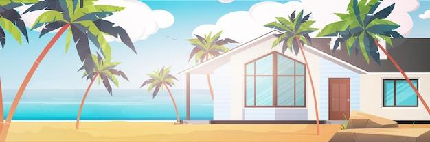 ヤシの木のある砂浜の別荘