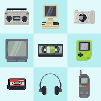 正方形のビンテージ90年代テクノロジーマルチメディアデバイス。カメラ、古いコンピューター、テレビ、携帯電話を備えたレトロなマルチメディア電子エンターテイメントガジェット。