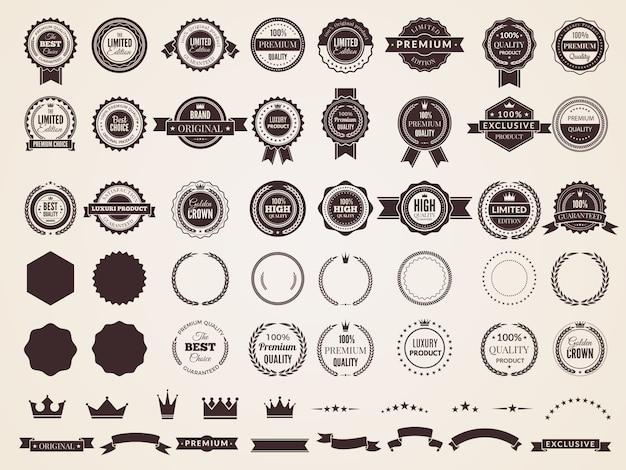 ビンテージバッジ。レトロなスタイルの矢印フレームテンプレートバッジコレクションのエンブレムプレミアム高級ロゴ