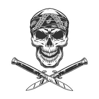 Старинный череп бандита в бандане