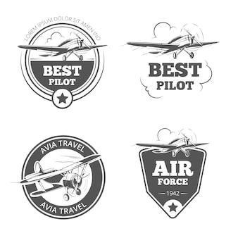 빈티지 복엽기와 단엽기 엠블럼 세트. 비행기 및 항공기 로고. 항공 로고, 비행 여행, 벡터 일러스트 레이션