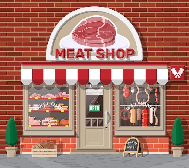 Фасад старинного мясного магазина с витриной