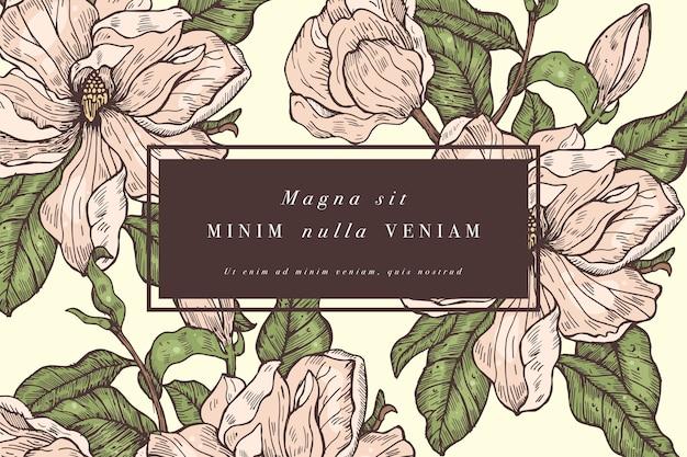 マグノリアの花とヴィンテージカード。ラベルデザイン用フラワーフレーム。