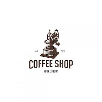 古いグラインダーとビンテージコーヒーショップ