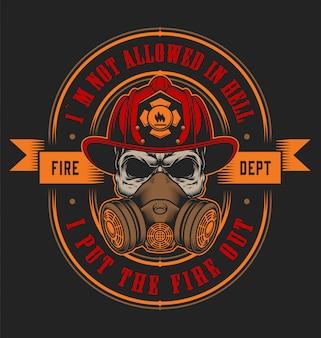 Concetto d'annata dell'emblema antincendio con il cranio nell'illustrazione del casco del vigile del fuoco