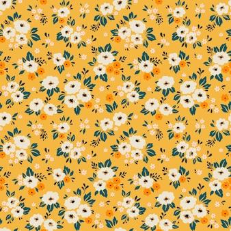 Винтажный цветочный фон. бесшовный фон с маленькими белыми цветками на желтом фоне.