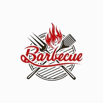 포크와 불 불꽃 로고가있는 빈티지 그릴 바베큐