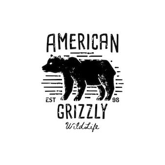 ヴィンテージハイイログマのロゴの手描き。野生アメリカのベクトルシンボル、クマのシルエット。ヴィンテージタイポグラフィ。印刷物、ポスター、tシャツ、表紙、バナー、その他のビジネス作品やアート作品のテンプレート。