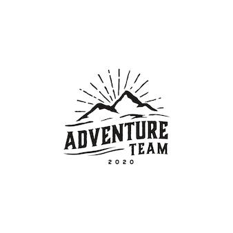 Vintage hipster retro mountain logo design